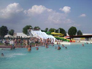 Piscine del nuovo parco acquatico Blu Paradise di Orbassano (Torino)