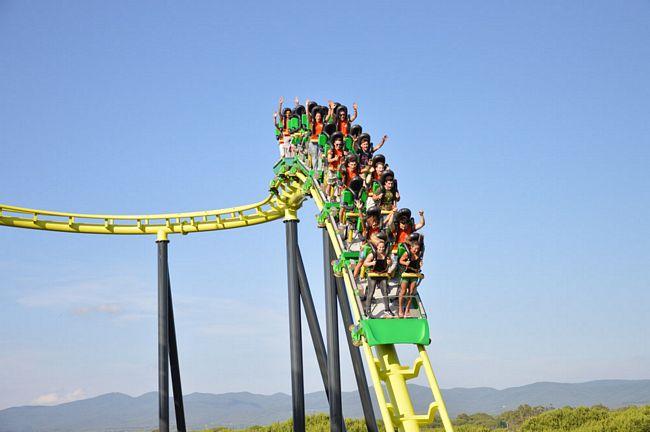 Freestyle, le montagne russe in piedi del parco Cavallino Matto