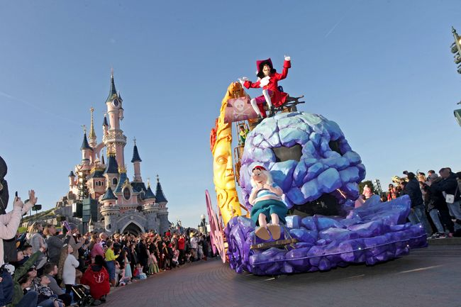 Parata personaggi Disney a Disneyland Paris