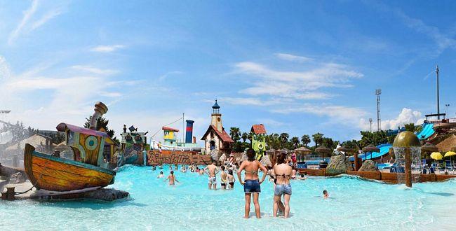 piscina onde di Aquafollie, parco acquatico a Caorle