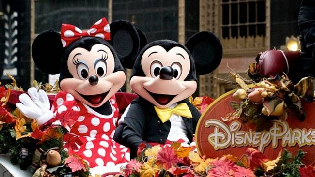 Topolino e Minnie in parata a Disneyland California
