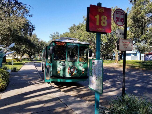 autobus i-ride trolley in servizio lungo la i-drive di orlando