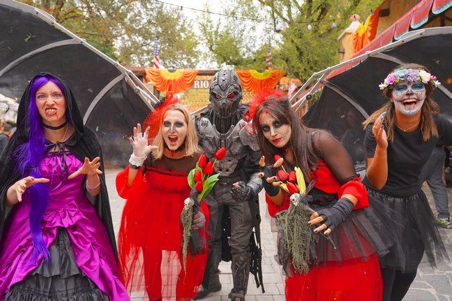 Animazione di zoombie e streghe a Gardaland Magic Halloween