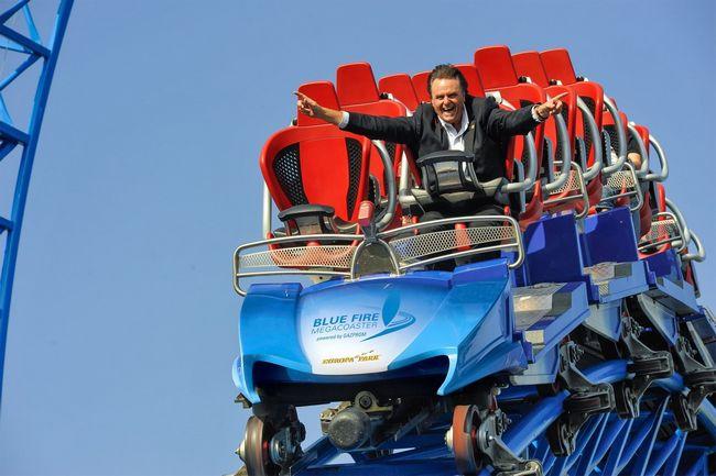 Roland Mack sul roller coaster Blue Fire di Europa Park