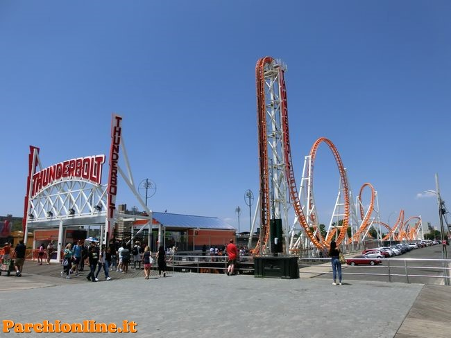 Roller coaster Zamperla al Luna Park Coney Island di New York