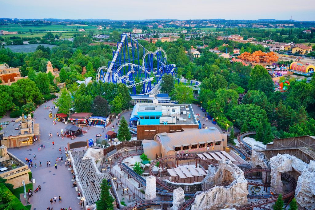 Vista aerea dei roller coasters Mammut e Blue Tornado di Gardaland