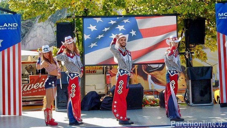 Spettacolo country durante l'American Fest di Movieland