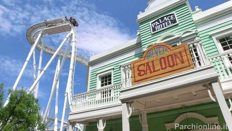 Discesa verticale di Olblivion e facciata del ristorante Saloon a Rio Bravo