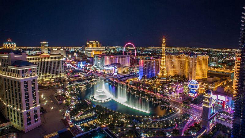 Vista panoramica della Strip di Las Vegas con i grandi casinò