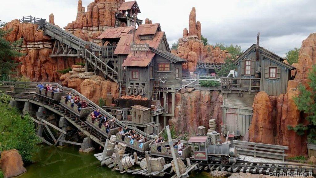 Attrazione Big Thunder Mountain al Disneyland Park di Parigi