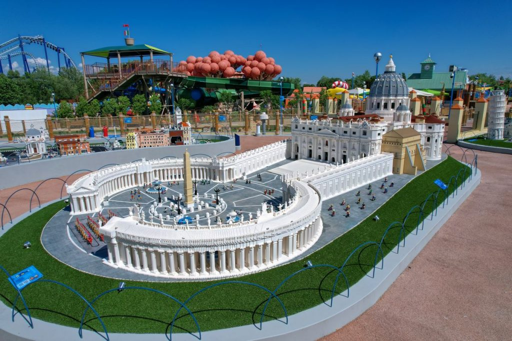 Miniatura Lego della Basilica di San Pietro nella Miniland del Legoland Water Park di Gardaland