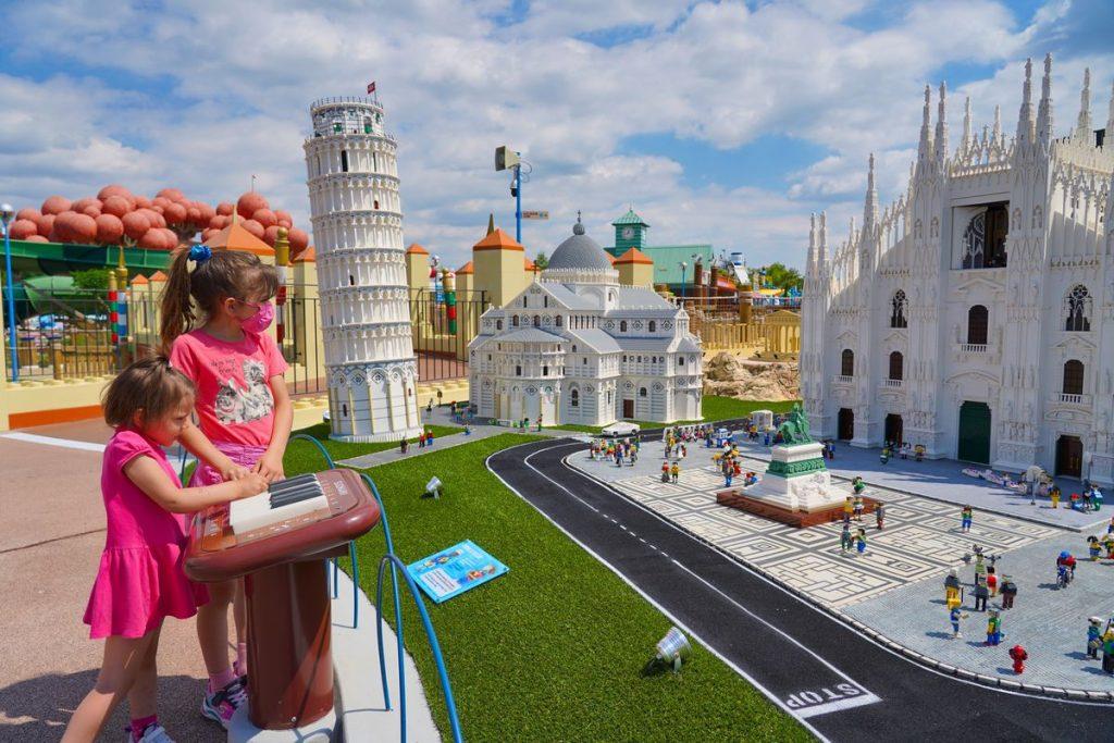 Elementi interattivi che animano le miniature della Miniland del nuovo parco acquatico a tema Lego di Gardaland