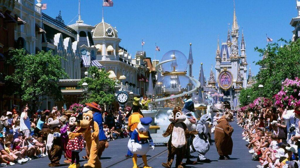 Parata dei personaggi Disney nel parco Magic Kingdom di Walt Disney World