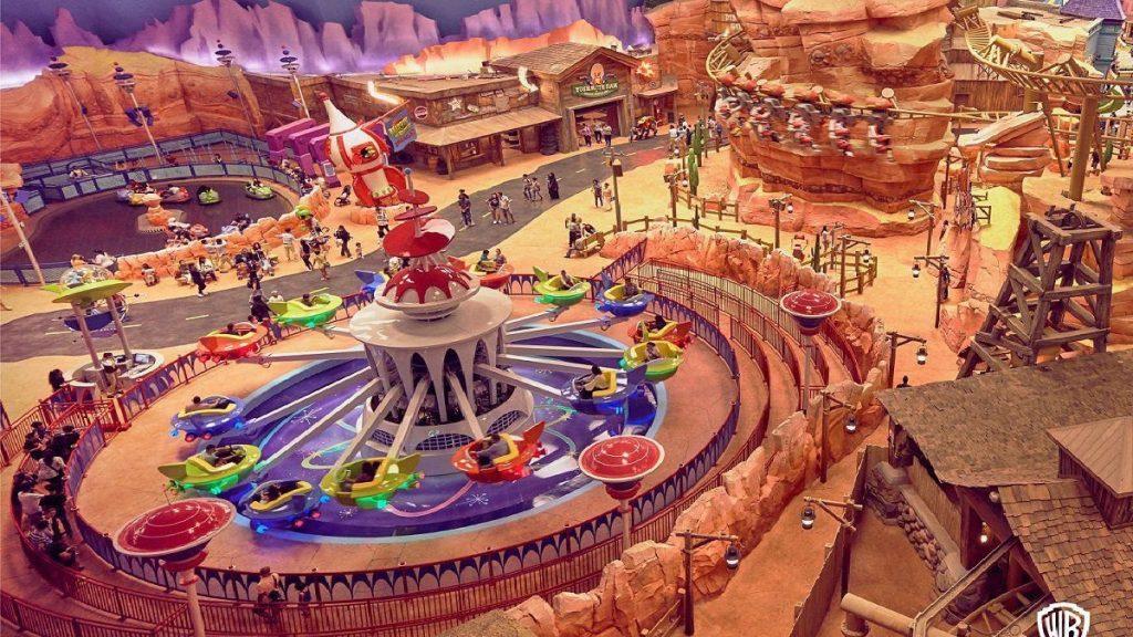 Attrazioni e giostre del parco tematico Warner Bros World a Abu Dhabi