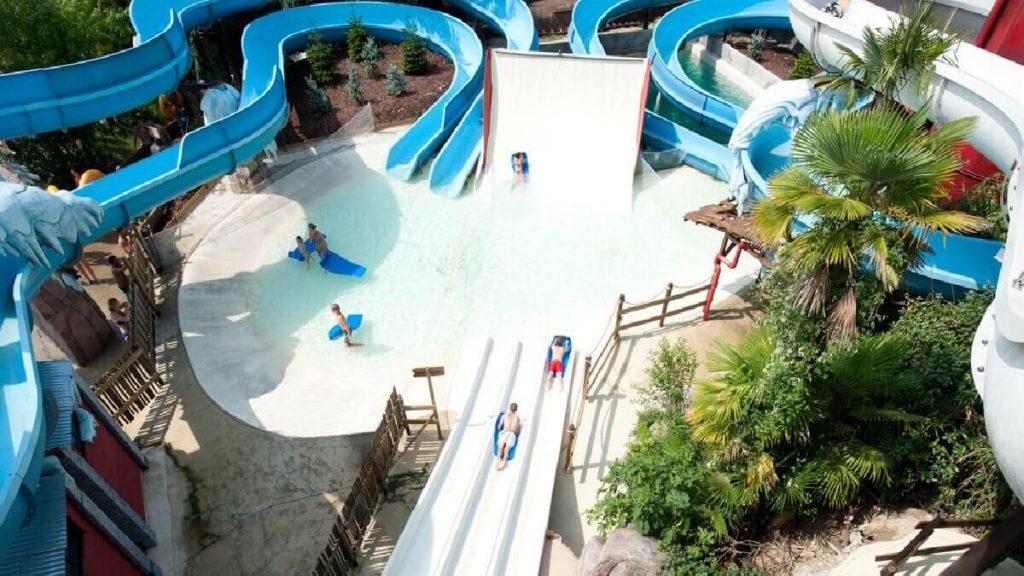 Scivoli del parco acquatico Caneva Aquapark di Canevaworld